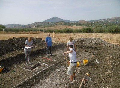 Figure 1. Martin Carver supervising the excavation at the 'San Pietro' site. Image provided by Madeleine Hummler.