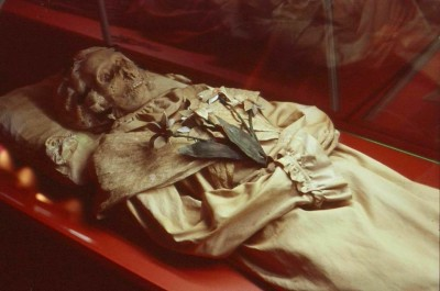 Fig. 1: Photo image of a two hundred year old Hungarian mummy (Archaeology Magazine 2015a).